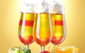 Cocktails, calici, frutta, fragole, kiwi, arancione