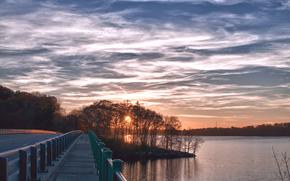 sera, tramonto, sole, cielo, nuvole, alberi, costa, fiume, ponte, strada, traccia, foresta