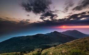 Китай, Тайвань, Национальный Парк, горы, холмы, трава, деревья, небо, вечер, солнце, малиновый, закат, облака, тучи