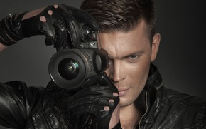 guy, gray-eyed, brown-haired person, jacket, gloves, Camera, lens