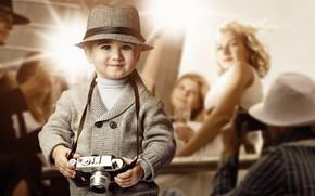 ребёнок, мальчик, шляпа, фотоаппарат, взгляд, улыбка, девушка, блондинка, репортёры, вспышки