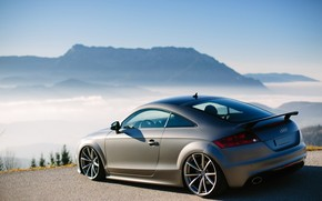 Montagne, nebbia, Audi