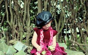 девочка, обои, природа, настроения, фон, шарф, розовый, яблоко, камни, деревья, шляпа, дети
