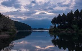 Япония, Хонсю, префектура Сидзуока, вечер, вулкан, гора, Фудзи, Фудзияма, озеро, отражение, деревья, лес, небо, тучи