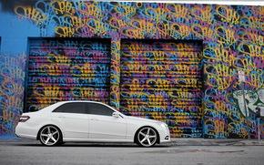 Tonificante, Sintonia, Mercedes, bianco, graffiti, lateralmente