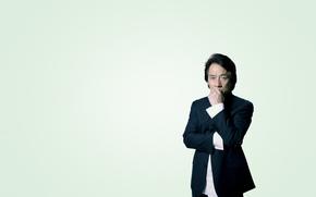 серьезный, Джеки Чан, задумчивый, костюм