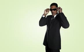 Уилл Смит, черный костюм, очки