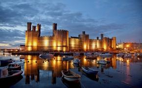 Caernarfon Castle, Inghilterra, Castello di Caernarfon, Inghilterra, baia, Barche, Yacht, riflessione, castello