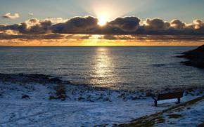 зима, море, тучи, солнце, закат, скамейка