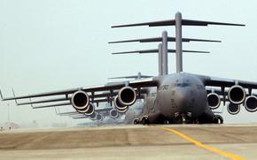 грузовики, аэродром, американский стратегический военно-транспортный самолёт