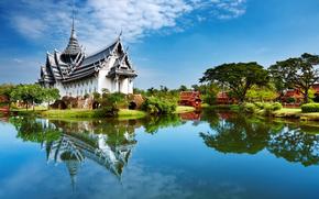 Pagoda, pond, riflessione