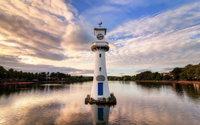 Golden Hour a Roath Park Torre dell'Orologio, Scott Memorial, Cardiff, Galles, GB