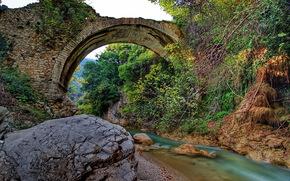 Ponte di pietra, fiume Neda, Grecia, paesaggio