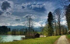 озеро, домик, дорога, небо, горы, деревья, пейзаж