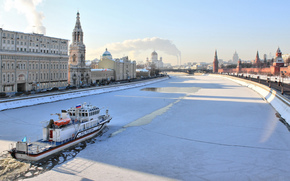 Moscow, winter, ice, icebreaker, river, morning, embankment, cathedral, Kremlin