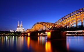 Catedral de Colonia en el crepúsculo, Alemania, puente