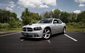 серебро, культовый автомобиль, Dodge, передняя решетка с чёрными сотами, дизайн, функциональный капот, тюнинг, суперкар