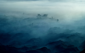 Montañas, niebla, árboles
