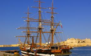 """Italian buque escuela, magnífico velero """"Amerigo Vespucci"""", en Malta"""