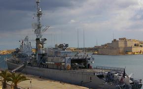 """Fregata francese """"Tourville (D 610) a Malta, perché egli è coinvolto negli sforzi per evacuare persone, coinvolti nella crisi libica"""