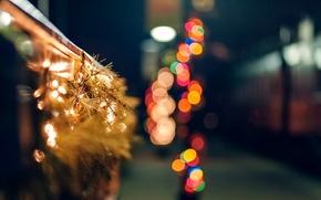 праздники, забор, зима, макро, огни, дорога, огоньки, ветки, боке, гирлянда, ель, ограда