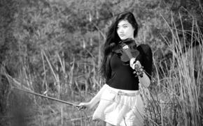 girl, violin, bw