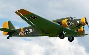пассажирский и военно-транспортный самолёт, небо, немецкий