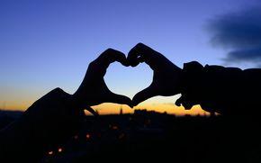 настроения, девушка, полноэкранные, чувства, широкоэкранные, обои, сердце, сердечко, силуэт, любовь, фон, руки, закат, широкоформатные, размытие
