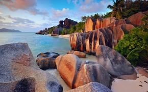 Oceano Indiano, pietre, nuvole, l'isola di La Digue, Palme, Seychelles, mare, alberi, Rocce, cielo, spiaggia, cespuglio