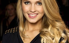 Emilie Nereng, white beauty, blond
