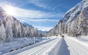 машины, сопки, зима, дорога, ёлки, солнце, снег
