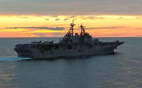 универсальный десантный корабль, истребители, море, самолёты, плавание, палуба, вечер, закат, кильватерная струя