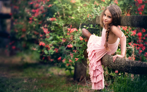 ребёнок, забор, платье, цветы, девочка