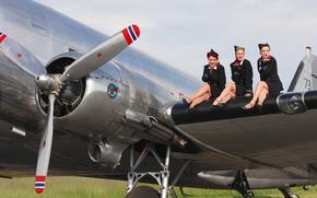 девушки, военно-транспортный самолёт