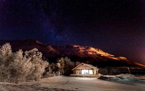 снег, ночь, домик, свет, деревья, природа, горы, звёзды, небо, звезды, дом, зима