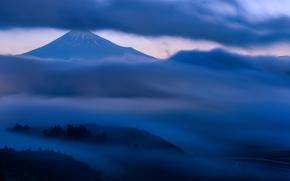 гора, туман, Хонсю, холмы, вулкан, вечер, сумерки, деревья, облака, небо, Япония, Фудзияма