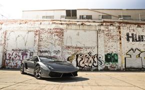 wall, Gray, front view, building, graffiti, Gallardo, Lamborghini, Lamborghini, shadow, sky