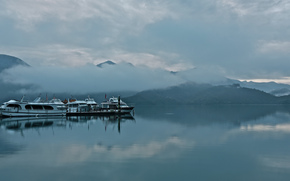 туман, залив, лодки, горы, облака