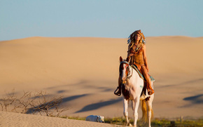 песок, собака, пустыня, лошадь, конь, головной убор, девушка
