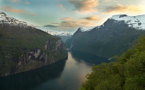 Geirangerfjord, Norvège, Montagnes, rivière, coucher du soleil