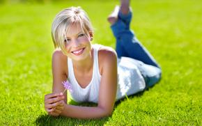 девушка, цветок, радость, трава, блондинка, улыбка