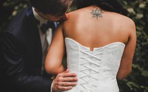noivo, anel, tatuagem, espartilho, de volta, vestir, noiva, beijar