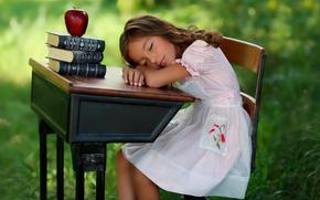 Libros, manzana, sueño, chica