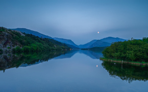 озеро, холмы, луна, отражение, лес, деревья, горы, синее, Уэльс, небо, Великобритания, ночь