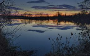 зима, вода, берег, трава, закат, Вечер, река, отражение, небо, облака, деревья