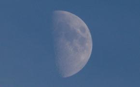 月神, mesiac, 空间