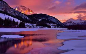 Glowing Cascade Mountain, Vermiglio lago, Banff, Alberta, Canada