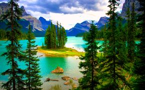 Maligne Lake, Jasper National Park, Canada