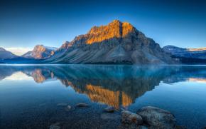 Bow lago en verano, Parque Nacional Banff, Alberta, Canadá