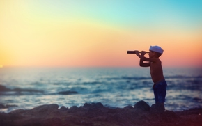 мальчик, море, закат, подзорная труба